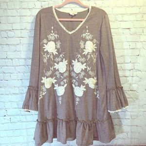 ENTRO Embroidered Ruffled Tunic Dress